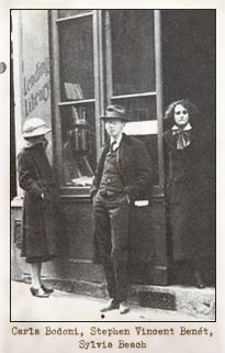Carla Bodoni junto a Stephen Vincent Benét y Sylvia Beach