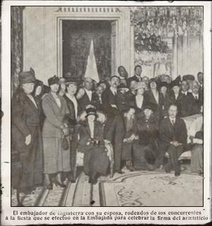 Celebración del armisticio en la embajada. Noviembre 1918. Pulse para ver la imagen completa