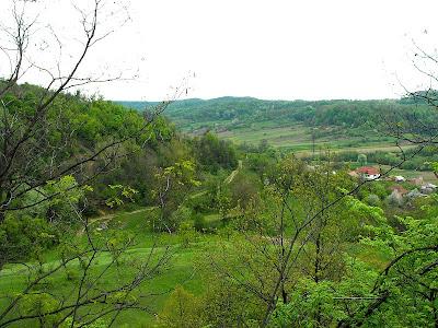 carari de deal, sat romanesc in aprilie
