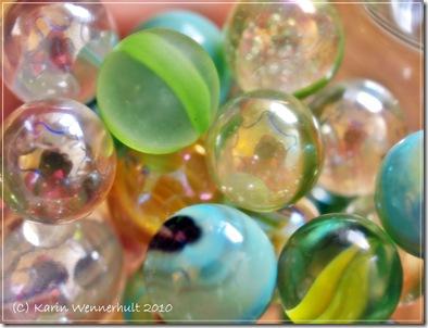 Limeoturkosfärgadeglaskulor