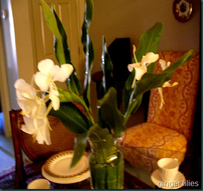 Ginger lilies tablescape 006
