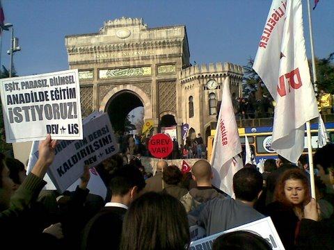 Memurlar, Hükümet`e Beyazıt Meydanı`ndan seslendi.