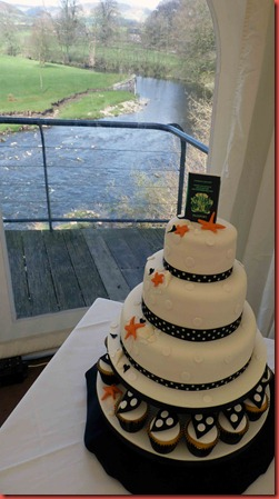 3-tier-Passport-wedding-cake-with-polka-dots-and-cupcakes