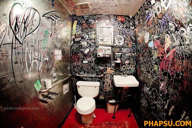 Creepy_and_Funny_Bathroom_Design__11.jpg