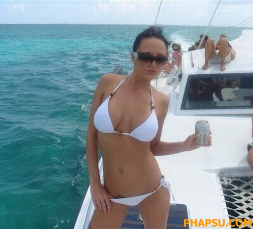 sexy_party_on_boat_18.jpg