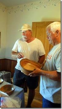 paul-explaing-bowl