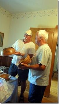 paul-explaing-bowl-2