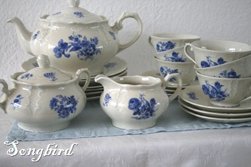 White and blue teaset