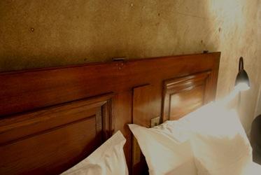 Elle, Dörr som sänggavel