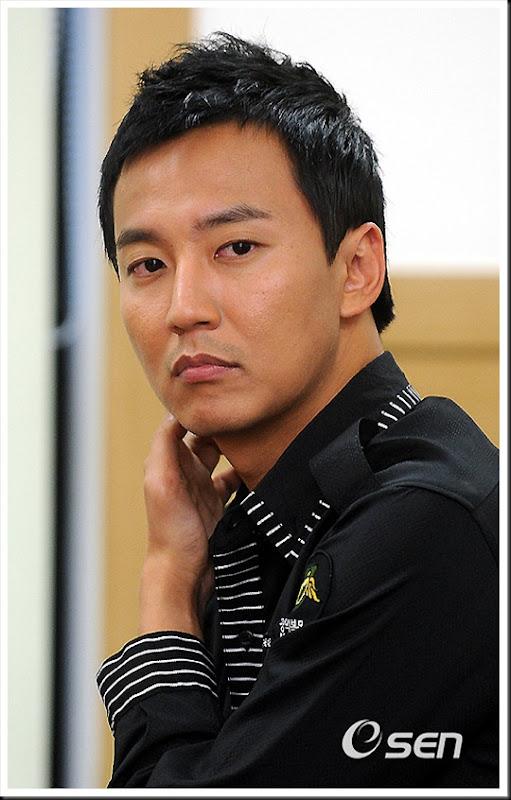 KimNamGil-FC.com Award form Mongolian Goverment (9)