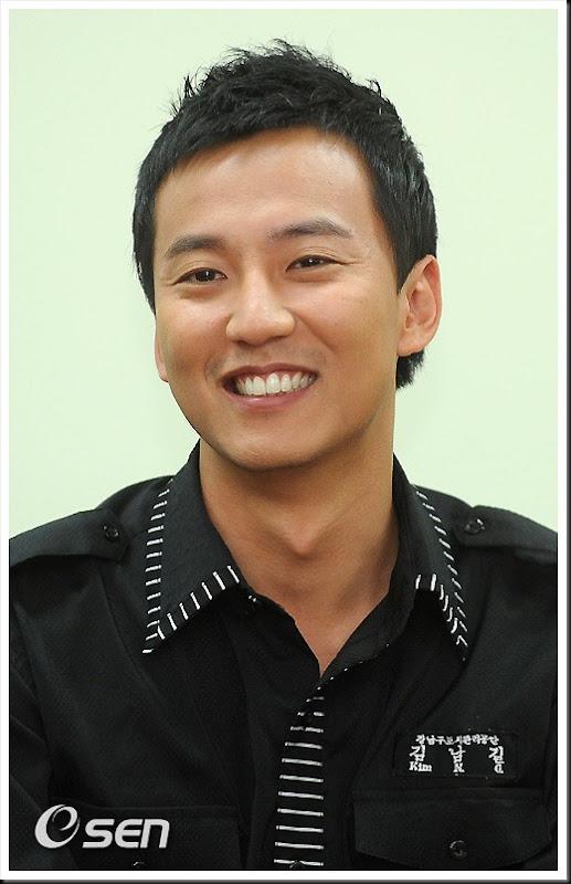 KimNamGil-FC.com Award form Mongolian Goverment (14)
