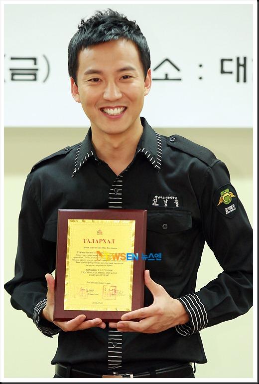 KimNamGil-FC.com Award form Mongolian Goverment (38)