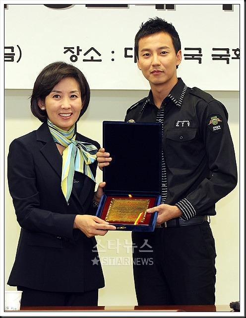 KimNamGil-FC.com Award form Mongolian Goverment (17)