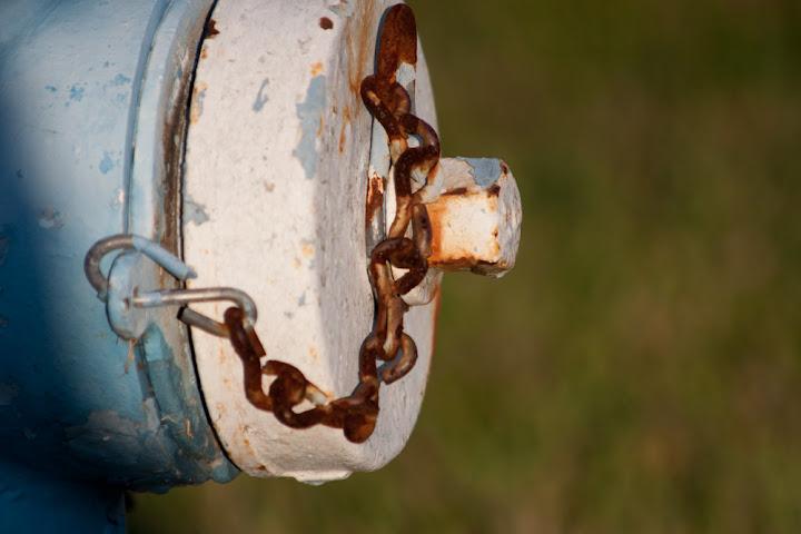 IMAGE: http://lh6.ggpht.com/_G1tNol3Bd8U/TKkk1EVobSI/AAAAAAAABhg/c-CbDx3wA2c/s720/hydrant_full.jpg