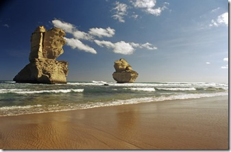 twelve_apostles_beach_gibson_steps_great_ocean_road_australia_photo_chris_kapa