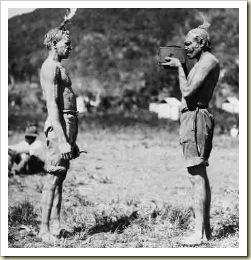 Иллюстрация к пародийному руководству для желающих стать депутатом. Австралийские аборигены, показанные на фотографии, наверняка превосходят по уровню развития многих кандидатов в депутаты