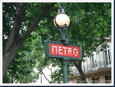 Metro sign in the Notre Dame area