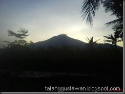 gunung ciremai tampak dari rumah