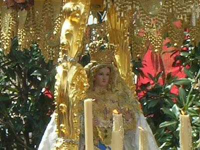 La imagen de la Virgen de Luna, durante el desfile procesional del Domingo de Resurrección . Foto: Pozoblanco News, las noticias y la actualidad de Pozoblanco (Córdoba)* www.pozoblanconews.blogspot.com