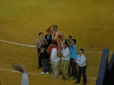 José Luis Moreno celebrando su gran triunfo en la feria de Pozoblanco del 2009. Foto: Pozoblanco News, las noticias y la actualidad de Pozoblanco (Córdoba)* www.pozoblanconews.blogspot.com