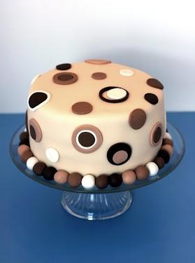 27 Full cake.jpg