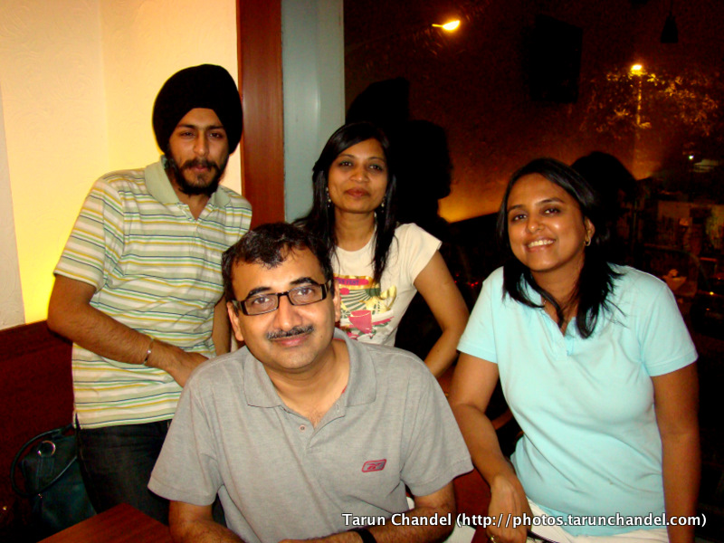 Rashmi Bansal, Netra, Sukhdeep and Hemant (htsuthar) at Aperitweat, Tarun Chandel Photoblog