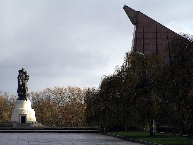☭ LA HUELLA SOCIALISTA SOVIETICA EN BERLIN ALEMANIA ☭ 105%20-%20Parte%20Derecha%20del%20Memorial