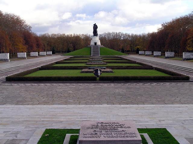 ☭ LA HUELLA SOCIALISTA SOVIETICA EN BERLIN ALEMANIA ☭ 113%20-%20Recinto%20Central%20del%20Memorial