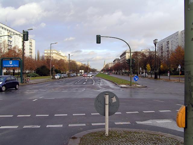 ☭ LA HUELLA SOCIALISTA SOVIETICA EN BERLIN ALEMANIA ☭ 132%20-%20Karl%20Marx%20Alee%20hacia%20el%20Este