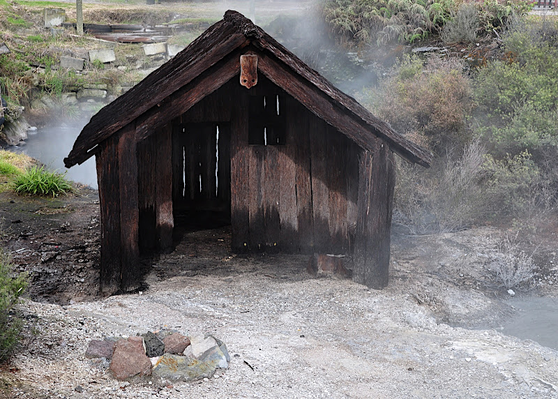 early maori home in thermal village