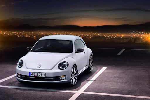 2012-Volkswagen-Beetle-05.JPG