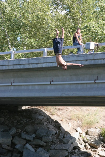 water-fun-bridge-diving