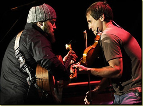 A close up of Zac and his fiddle player rockin it out together.