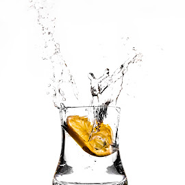 splash3 by Alexandru Leteanu - Food & Drink Alcohol & Drinks ( splash, d90, glass, nikon, lemon )