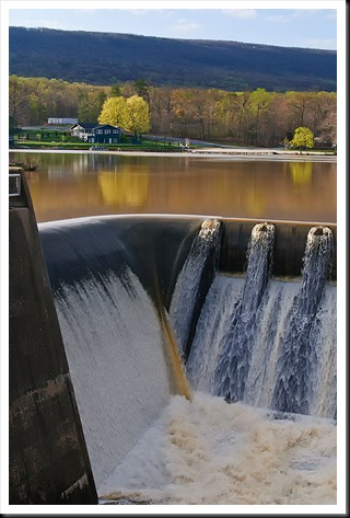 Water_over_the_dam