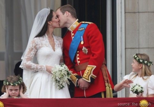 tv crunch - grumpy-flower-girl-prince-william-kate-middleton-kiss-balcony