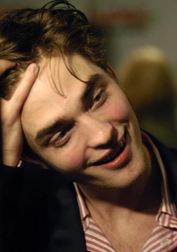 Edward (Robert Pattinson) Large-msg-122228486992