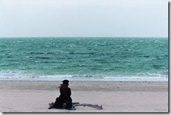 Haruna mira o mar