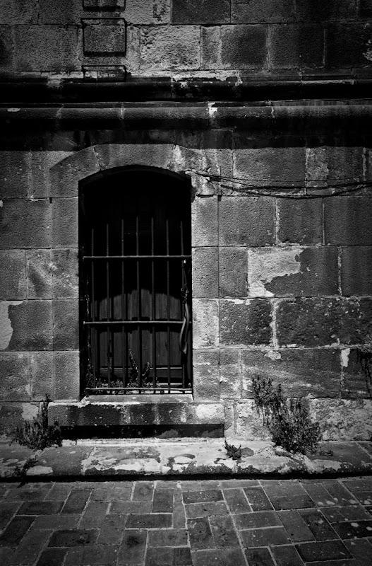 IMAGE: http://lh6.ggpht.com/_HaQYiwqzkPU/SmkO5uS2iwI/AAAAAAAACvE/UMhagVE_sGw/s800/Barcelona7.jpg