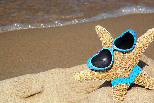 Estrela do mar de óculos e tanga