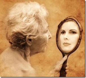 Idosa e espelho