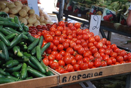 tomatoes at the shuk