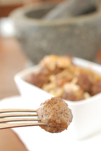 moroccan meatballs with onions and raisins