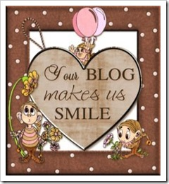 Your blog Makes us smile award from Bec