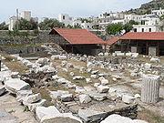 180px-Mausoleum_of_Maussollos_ruins.JPG