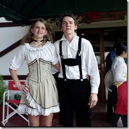 Um tipico casal alemão feliz!(Antes de aparecer a Net)