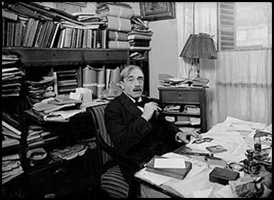 Paul Valery en su biblioteca