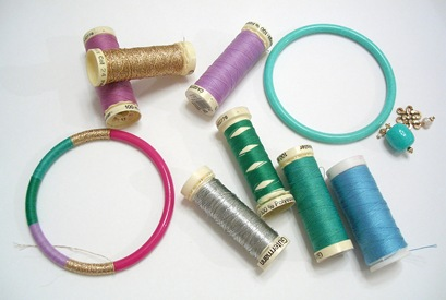 Pulseras con hilo fino de coser
