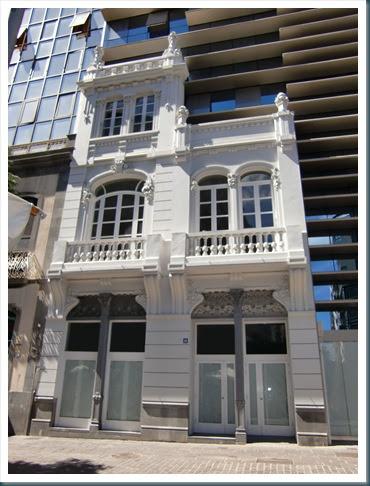 Cande cosas una fachada cl sica conservada for Fachada casa clasica