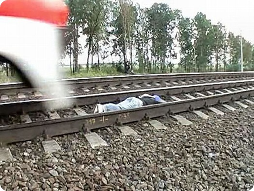 Dangerous Play by Russian Teens in railway track (3)